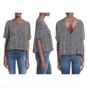 ASTR Black+ white swingy cut out top